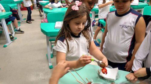 ef1_receitas_MARIA CLARA - espetinho de frutas com chocolate_20171011(2)
